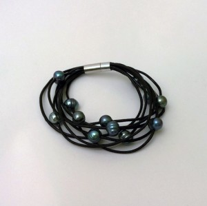 Black_Freshwtr_Bracelet_large